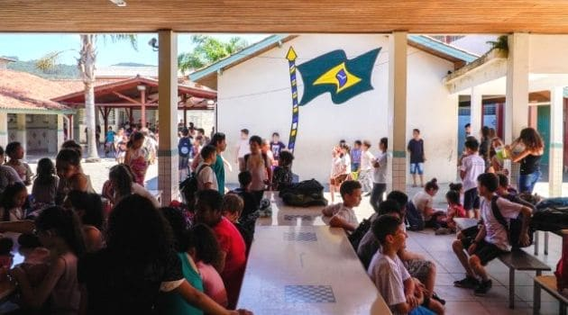 Florianópolis tem 61 escolas com casos de COVID-19, alerta vigilância