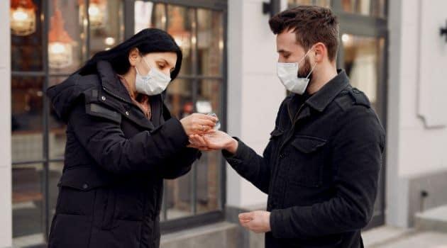 O uso de máscara generalizado pode prevenir novas ondas da COVID-19.