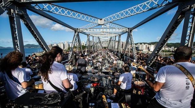 Orquestra de baterias realiza evento virtual no domingo.