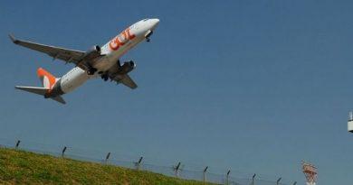 EUA suspendem restrições de voos saídos do Brasil.