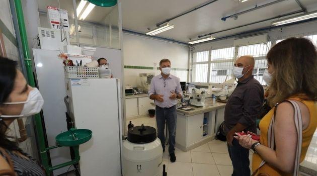 Prefeitura de Florianópolis e UFSC aprovam freezeres para armazenar vacina Pfizer.