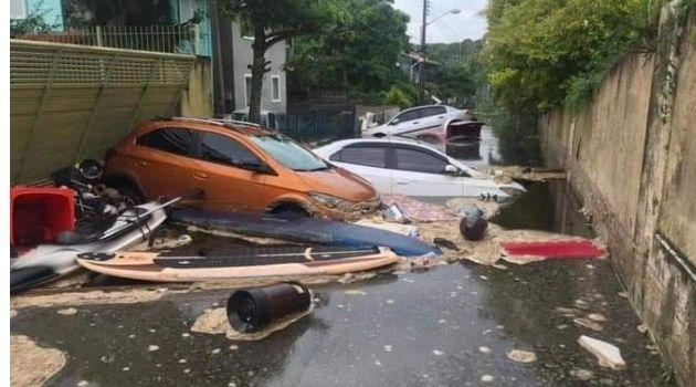 Estação de tratamento da CASAN rompe na Lagoa da Conceição.