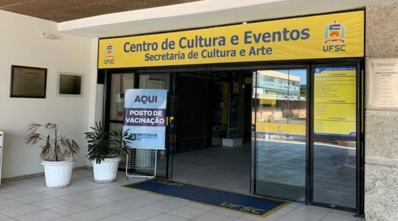 Centro de vacinação da UFSC fica aberto nesta terça-feira.