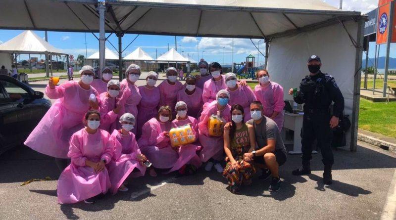 Vacinadores recebem doações de lanches através da rede solidária Somar Floripa