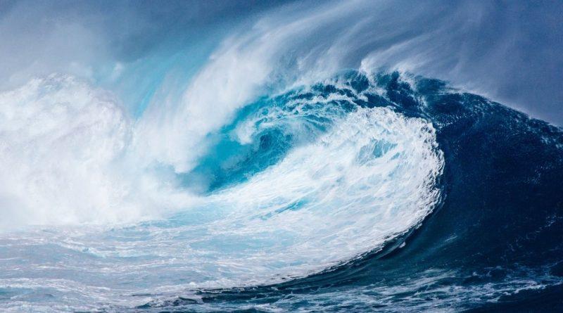 Defesa civil de SC alerta para ondas fortes e chuvas em todo litoral