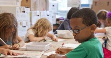 Psiquiatra e pedagoga falam sobre desafio da retomada de aulas presenciais.