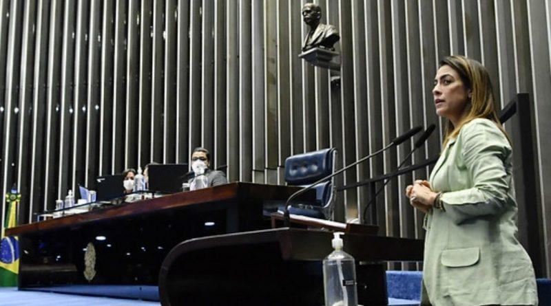 Senado aprova distribuição de absorventes para mulheres de baixa renda
